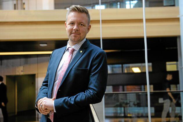 Mer pengar till klimatåtgärder är ett bra övergripande mål, anser Fredrick Federley (C).