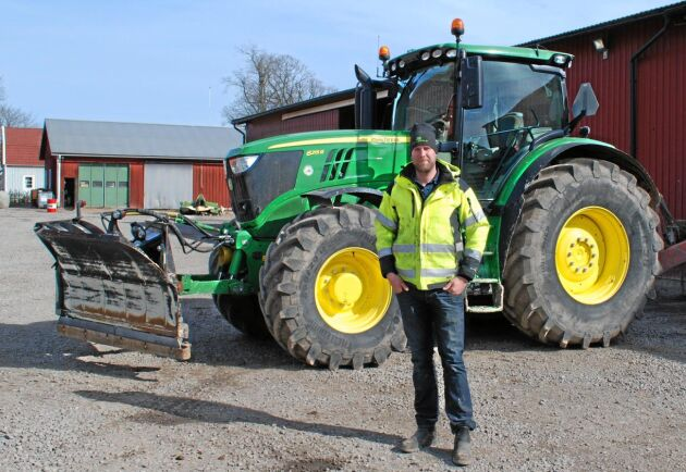 Rickard Andersson och hans far Jan driver tillsammans ett företag som årligen investerar i nya maskiner för flera miljoner.