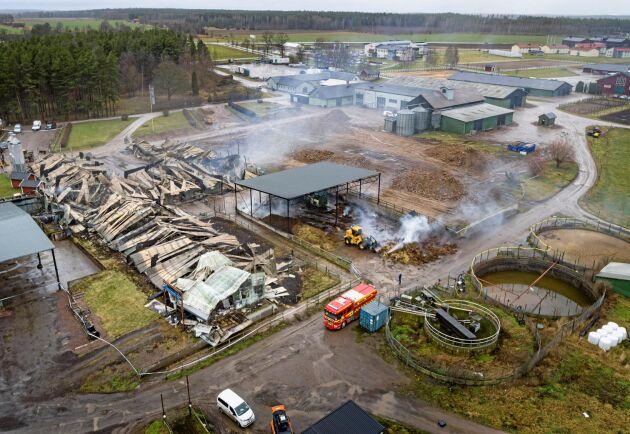 Dagen efter branden på Vretraskolan i Vreta Kloster strax nordväst Linköping.