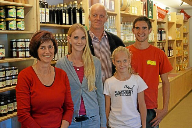 Familjen Niederthanner: mamma Matilde och pappa Peter tillsammans med barnen Simone, Barbara och Martin. Men det är inte hela familjen, tre vuxna barn var inte hemma när ATL tittade förbi.