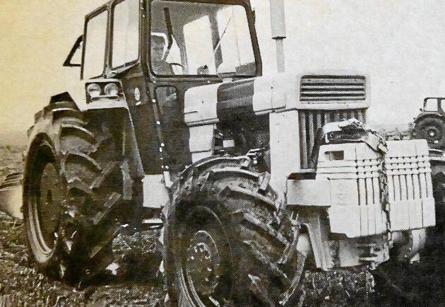 Så kom då traktorn många hade längtat efter. Den fyrhjuldrivna versionen av T 800. Och dessutom med turbo. Lantmannen var med när en tidig version visades på en plöjning.