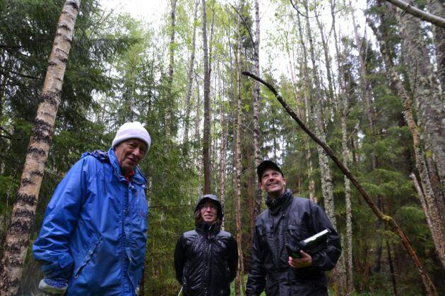 Johannes Järhult har idéer om vad han vill utveckla i Rastorp. Marielle Gustafsson och Mattias Pontén gillar hans tankar och kommer med goda råd.