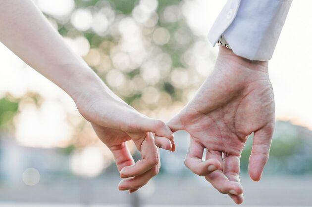 Att hålla någon i handen kan kännas jobbigt när handflatan är fuktig av svett.