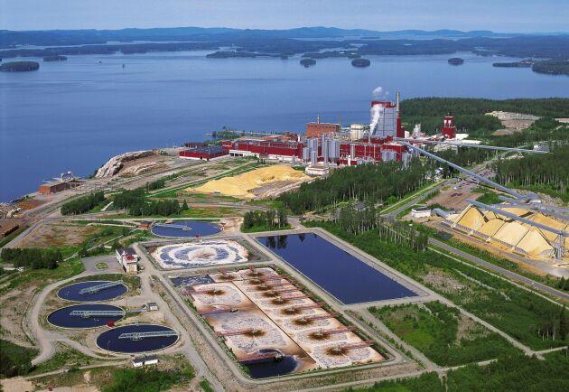 Efter att nyligen ha investerat upp finska Enocell-bruket med en halv miljard kronor ska Stora Enso nu sluta med tillverkningen av dissolvingmassa eftersom det inte hör till kärnverksamheten.