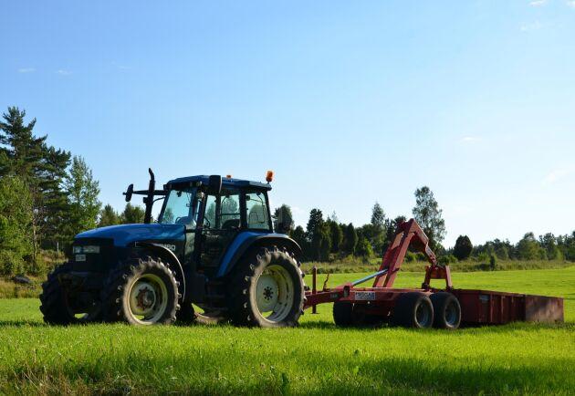Danska jordbrukare kan andas ut - deras fossildrivna traktorer skonas från totalförbudet på diesel- och bensindrivna fordon år 2030.