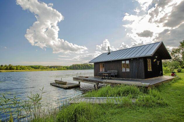 Kolla i hyresvillkoren för stugan om extra kostnad tillkommer för till exempel användning av tillhörande kanot.