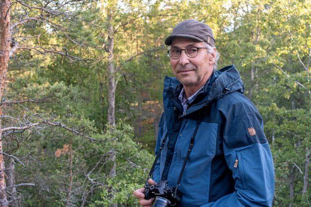 I Tyresta byggde Claes som barn kojor under 1960-talet. Långt efter bidrog han själv med sitt arbete inom Naturskyddsverket att just den skogen avsattes som nationalpark.