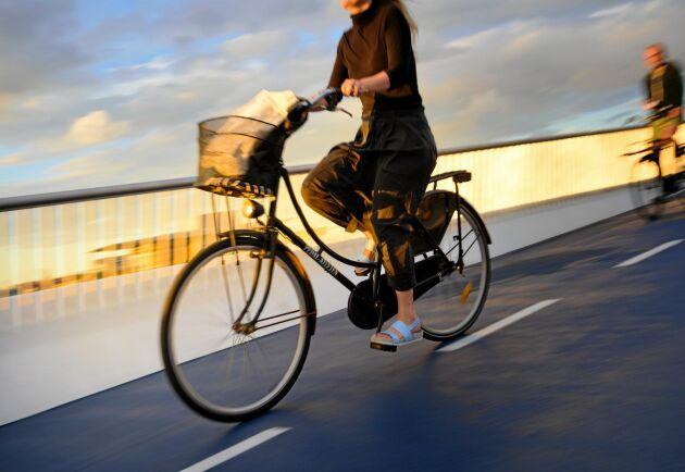 De kortaste bilresorna ger högst koldioxidutsläpp. Fundera på om du kan ta cykeln i stället!