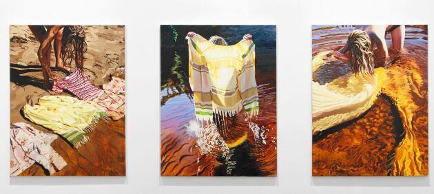 """Textilier och plagg från barndomen som hon och systern """"dränkte"""" i Voxnan på dessa kända målningar."""