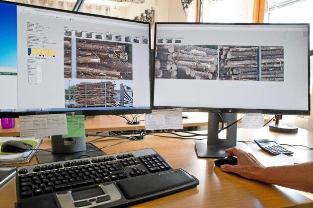 Vid Bildmätningsstationen analyseras travarna på virkesbilen utifrån bilder tagna vid mätstationen där kamerorna sitter. Bildernas upplösning är bra och det gör att virkesmätaren kan zooma in och studera detaljer.