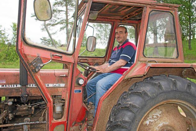 Arrenderar mark och hyr maskiner, win-win för markägare och arrendatorer.