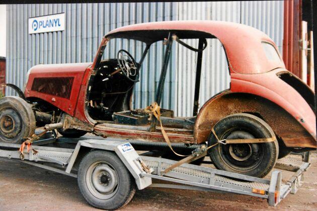 Bara en sann bilkännare som Roland Ivarsson kunde se att detta vara en bil värd att tas om hand, Så här såg den ut 1990.