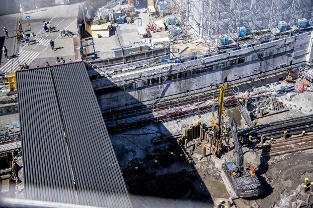 Ombyggnaden av Slussen i Stockholm kommer att leda till en nivåhöjning av Mälaren på cirka 4 centimeter. Den beräknas kunna försena vårbruket sjön med som mest 22 dagar.