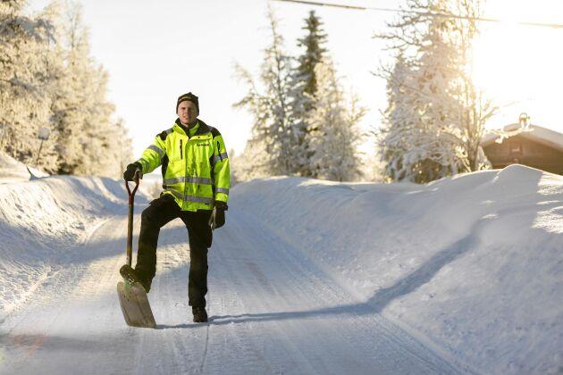 Med snöskottning som affärsidé har Emils företag fått en flygande start denna vinter.