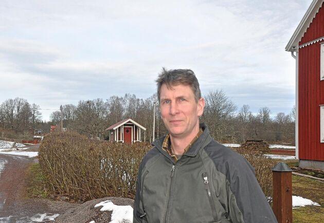 Karl-Johan Axelsson är en av flera markägare i Baggetorp som tagit initiativ till gemensamma protester mot den planerade 400-kilovoltsledningen genom sydöstra Sverige.