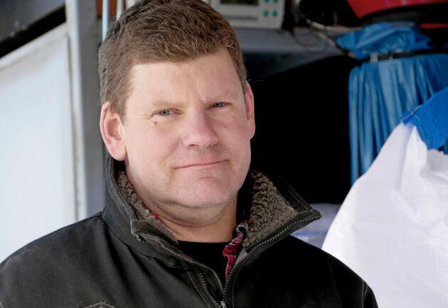 Markus Lantz är ansvarig för utsädesrensningen. I år har företaget förlängt säsongen genom att åka till Skellefteå och rensa utsäde.