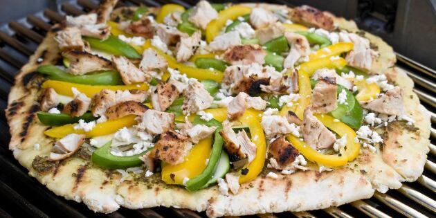 Grillad pizza med kyckling och pesto