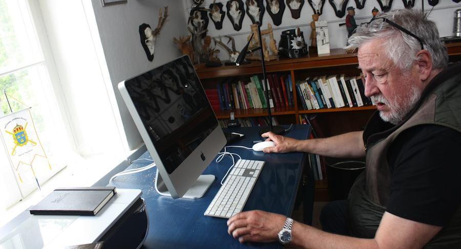 Här skriver Leif GW Persson sin kriminalromaner, alltså i ett specialinrett rum på vinden i sitt gamla hus. Foto: HASSE GÄNGER