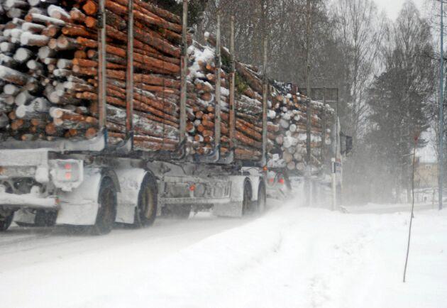 Sveaskog och Volvo får göra tester för transporter på upp till 90 ton från skog till lastterminal.