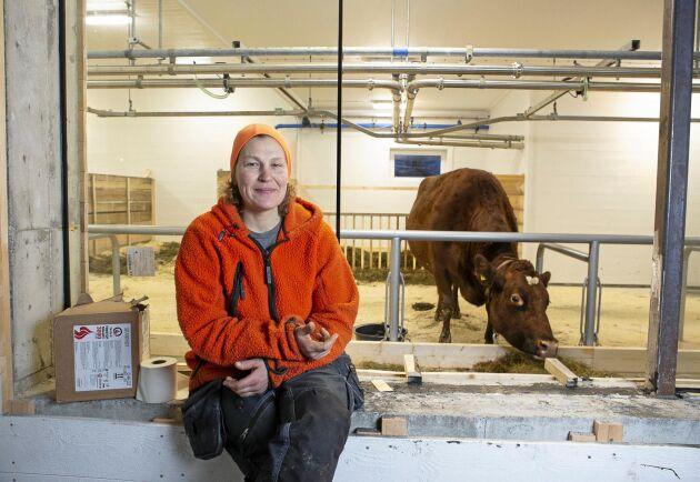 Britta-Karin Jacobsson och hennes man Thomas Holmbom har skapat en verksamhet med kurser, kafé och djurhållning.