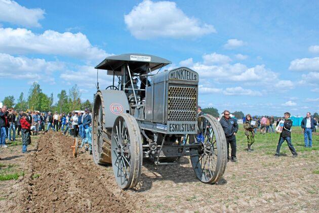 Munktells 30-40 var den första traktorn som tillverkades i Eskilstuna. I dag finns bara ett exemplar kvar så vitt man vet. Attraktionsvärdet är oändligt för Munktellmuseet som har den.