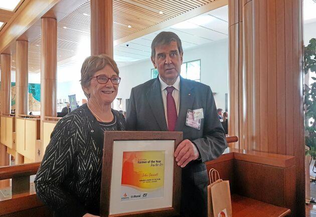 Förra året utsågs John Bennett till årets bondelegend i Australien. Här med hustrun Connie Bennett.