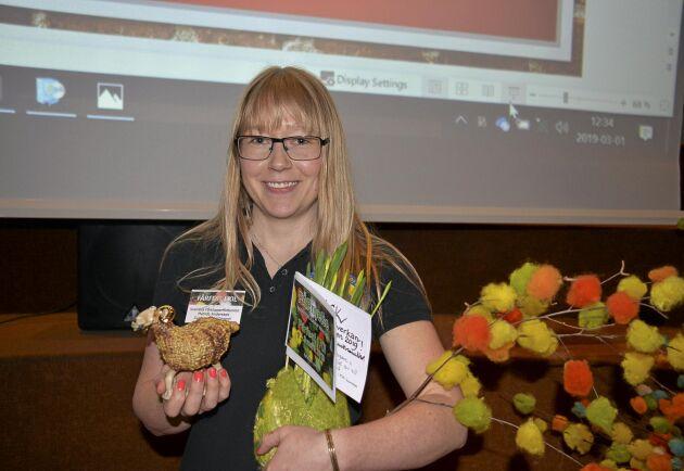 Guldbaggen, ett keramiskt verk och 10000 kronor fick Matilda Andersson ta emot på Fårfesten i Kil.