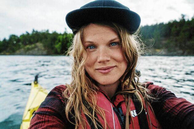 Linda Åkerberg finansierar sina vandringar genom sponsringar och frilansjobb i rollen som fotograf och skribent.