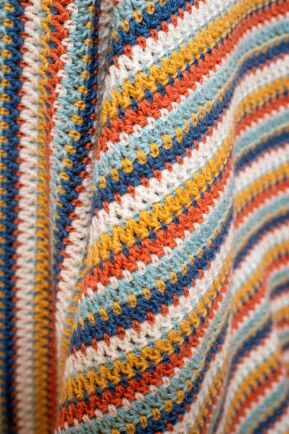 Genial mönstring ger lättvirkade ränder med variation.