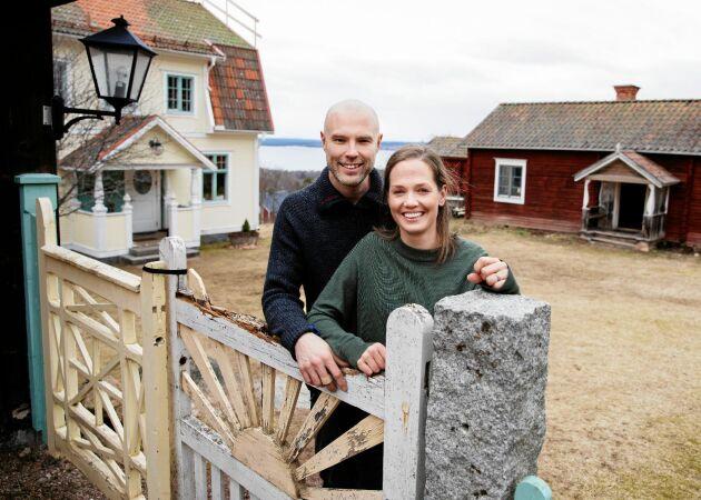 """Anna & Torbjörn hittade hem på sekelskiftesgården i Dalarna: """"Drömde om den utsikten"""""""