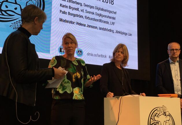 Digitalisering i jordbruket diskuterades vid Elmia-mässan. Paneldeltagare var Åsa Zetterberg, Sveriges digitaliseringschef, Karin Brynell, vd för Svensk Dagligvaruhandel, Palle Borgström, LRF-ordförande och moderator Helena Jonsson längst till vänster.