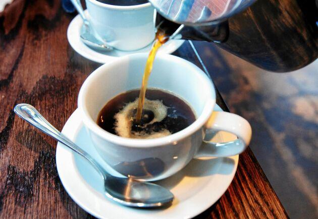 Dricker du två till tre koppar vanligt bryggkaffe om dagen minskar din risk för att få diabetes typ 2. Kokkaffe har inte den hälsoeffekten.