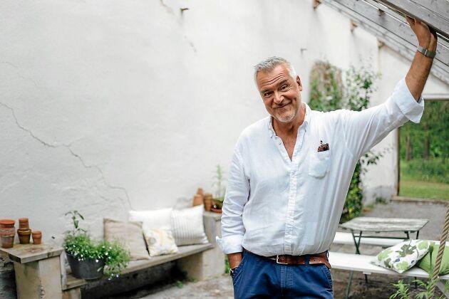 I snart 11 säsonger har Ernst sommarpysslat på TV4 till tittarnas stora förtjusning.