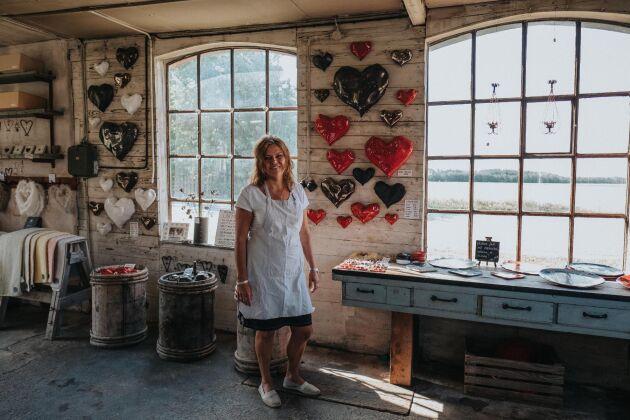 Ingela Åkerlund är keramiker och driver Hjärtfabriken på Gotland.