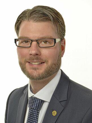 Edward Riedl (M) vill stoppa tvångsanslutning till kommunalt VA såvida det inte går att påvisa näringsläckage.