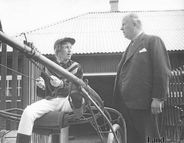Signe Björnberg var den första svenska kvinna med licens att delta som kusk i travtävlingar. Foto Sjöberg bildbyrå