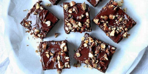 Kladdiga glutenfria chokladrutor – på svarta bönor