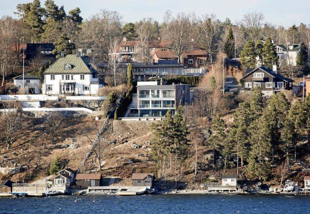 År 2017 var Allra-profilen Alexander Ernstbergers villa på Lidingö Sveriges dyraste hus – 253 kvm för 50 miljoner kronor.