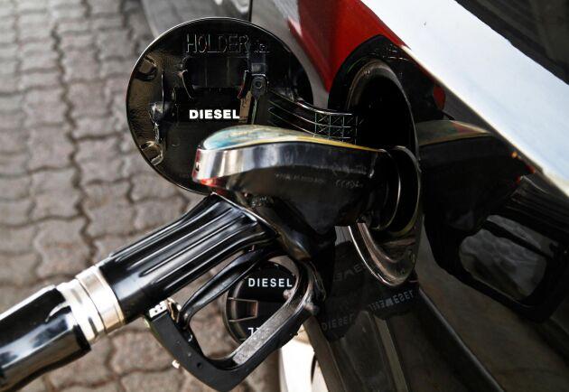 Priset på diesel är nu högre än bensinen. Arkivbild.