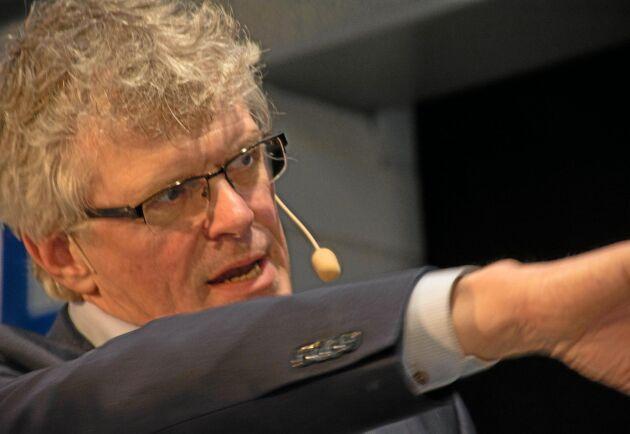 - Målet är att spara i alla fall 50 miljoner kronor vilket motsvarar en nedskärning på över 10 procent av den totala kostnadsmassan över nästa år, säger Carsten Klausen till ATL.