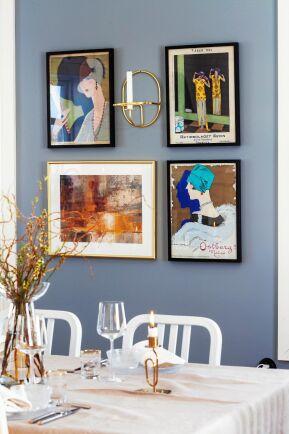 På väggen vid matsalsbordet hänger konsten som paret köpte under sin tid i Malmö.