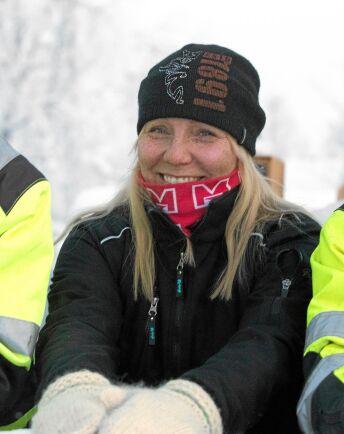 Mamma Carola Fjällborg sköter taxiverksamheten där bland annat skolskjutsen ingår.