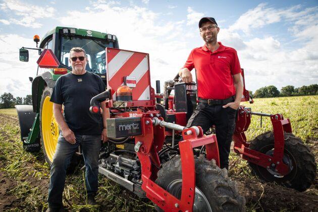 Kurt Ødegaard hos återförsäljaren Mertz försöker anpassa maskinen till att fungera under nordiska förhållanden. Stefan Hansson testar den och ger feedback.