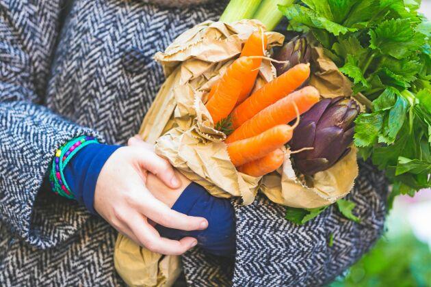 Svenskodlad mat ligger bra till i Livsmedelsverkets stora kontroll av bekämpningsmedel i livsmedel.