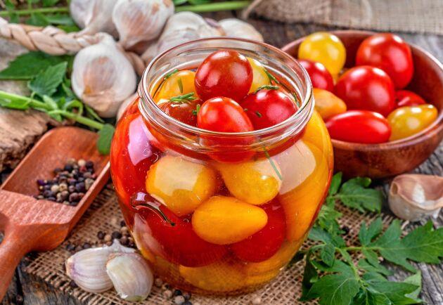 Inlagda tomater är har en fint sötsyrlig smak som passar exempelvis till grillat kött, kyckling, grillade grönsaker och ost.