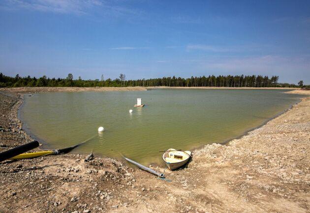 En damm på 150000 kubikmeter har anlagts under vintern för att samla vatten som ska användas till den nya bevattningsanläggningen.