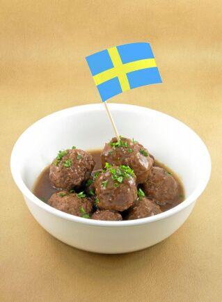 En stor majoritet bland allmänheten kan tänka sig att betala extra för mat som har producerats i Sverige.
