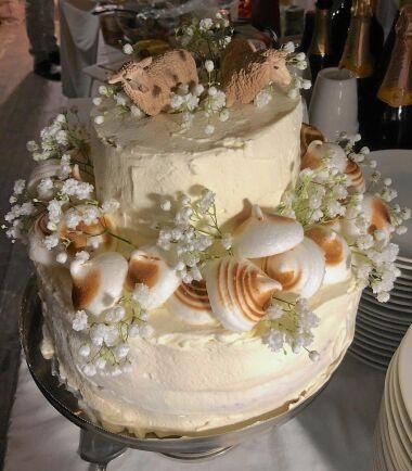 Naturligtvis var det får på tårtan.