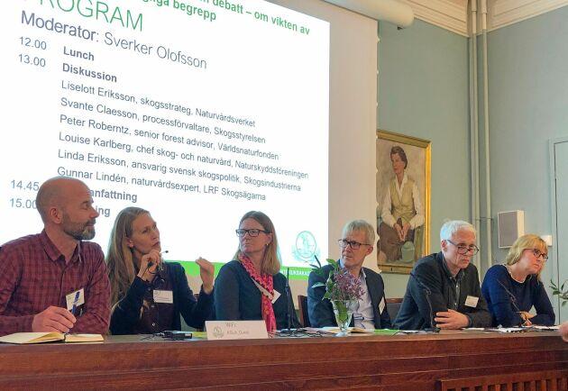Även om många inte ville skriva under på rapportens slutsatser var de flesta ense om att skogens termer behöver definieras. Från vänster: Svante Claeson, Skogsstyrelsen, Louise Karlberg, Naturskyddsföreningen, Linda Eriksson, Skogsindustrierna, Gunnar Lindén, LRF Skogsägarna, Peter Roberntz, WWF, Liselott Eriksson, Naturvårdsverket.