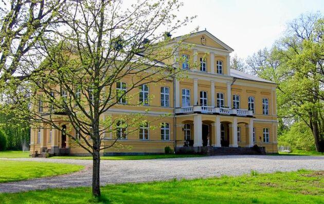 Baggå Herrgård i Skinnskatteberg är till salu med ett utropspris på 9 miljoner kronor.